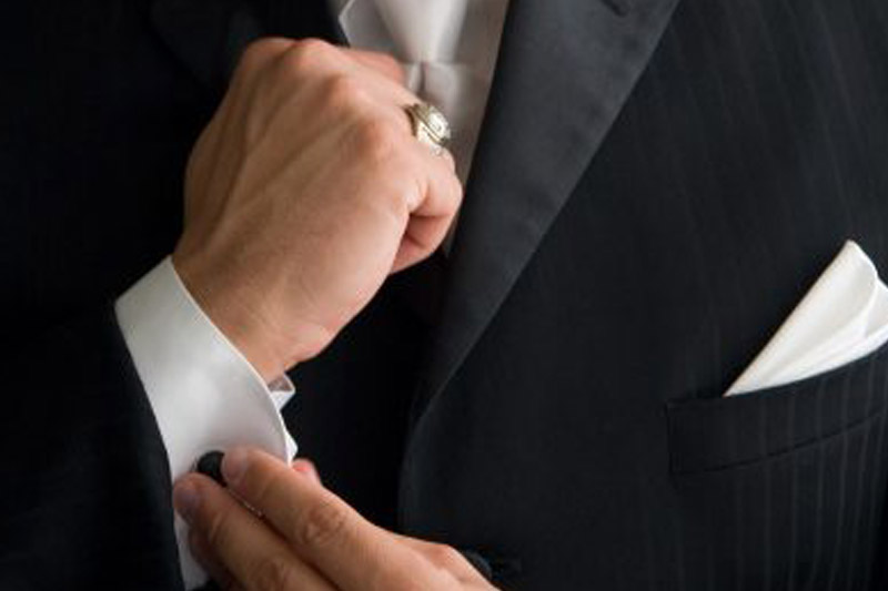 5 Types of Jewellery for a Men's Suit